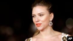 Aktris Scarlett Johansson tiba di pemutaran film 'Her' di Festival Film Internasional Roma ke-8 di Roma, 10 November 2013.