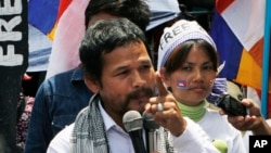 An activist of Cambodian National Rescue Party Meach Sovannara, left, gives a speech at a blocked main street near the Phnom Penh Municipality Court, file photo.
