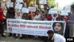 Warga Pakistan melakukan unjuk rasa mendukung pembebasan Rimsha Masih di Islamabad (foto: dok).