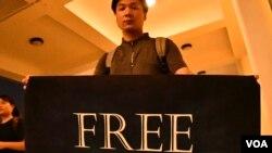 香港學生獨立聯盟召集人陳家駒到日本將在大阪G20峰會期間示威,希望國際社會關注香港問題。(美國之音湯惠芸攝)