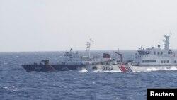 Tàu Trung Quốc thường xuyên tấn công tàu kiểm ngư Việt Nam gần giàn khoan.