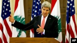 John Kerry se reunió en Beirut con el primer ministro libanés Tammam Salam y dio declaraciones a la prensa.