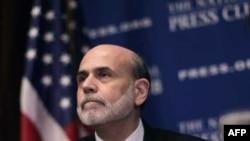 Chủ tịch Fed Ben Bernanke nói tăng trưởng chậm, thất nghiệp cao và không sử dụng hết công suất của các xưởng máy đang kềm được lạm phát vào lúc này
