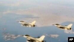 한국 서해 연평도 상공에서 초계비행 중인 KF16 편대