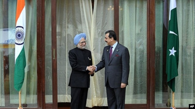 Indian Prime Minister Manmohan Singh (L) and his Pakistani counterpart Yousuf Raza Gilani  shake hands prior to bilateral talks on the sidelines of the eight-nation South Asian Association for Regional Co-operation (SAARC) summit in Thimphu, Bhutan, 29 Ap