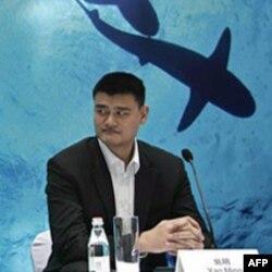 Nedavno penzionisana zvezda NBA Jao Ming učestvuje u kampanji protiv upotrebe ajkulinih peraja u ishrani.