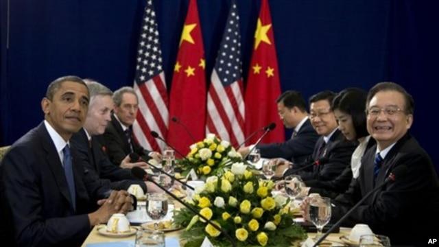 지난해 11월 캄보디아 프놈펜에서 열린 동아시아정상회담에서 원자바오 중국 총리와 회담 중인 바락 오바마 미국 대통령.