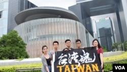 多位台灣年輕人到香港觀察立法會選舉 (美國之音 湯惠芸拍攝)