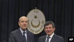 터키 앙카라에서 시리아 문제를 논의하는 프랑스 외무장관(좌)과 터키 외무장관(우)