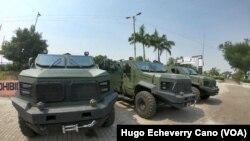 Kendaraan militer Kolombia disiagakan ke perbatasan dengan Venezuela, pasca terjadinya bentrokan setelah militer Venezuela memukul mundur truk-truk bantuan (24/2).