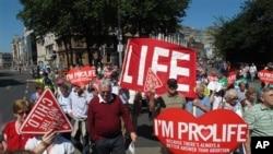 Những người chống phá thai biểu tình trong thủ đô Dublin, Irelan