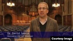 Deyvid Luis, Ekseter universitetidan taniqli tadqiqotchi, korrupsiya va avtoritar tuzumlar yuzasidan uzoq yillardan beri izlanib keladi