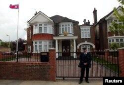 영국 런던의 북한 대사관. 일반 주택을 대사관으로 사용하고 있다. (자료사진)
