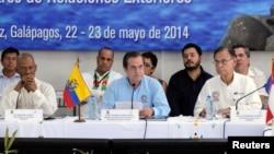Para menteri luar negeri dari negara-negara anggota Serikat Bangsa Amerika Selatan (UNASUR),dalam pertemuan di Kepulauan Galapagos, Ekuador (22/5).