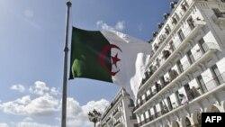 Le drapeau algérien à Alger, le 12 avril 2018.