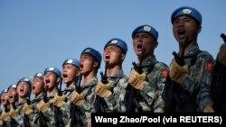 资料照片:中国军队为庆祝中国共产党建立国家政权70周年在北京市郊进行训练。(2019年9月25日)