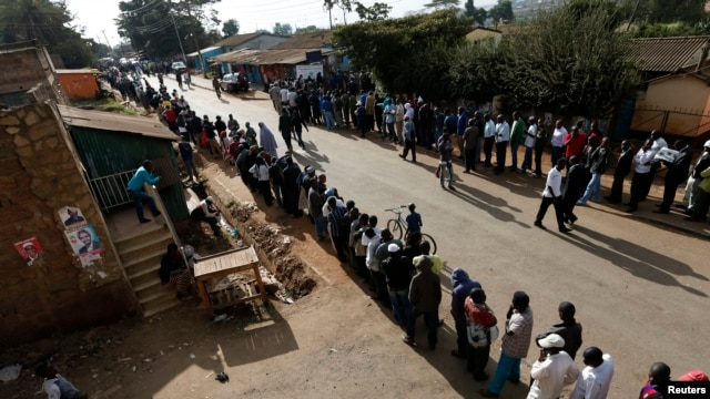 Kenyans wait to cast their vote at a polling station in Kibera slum in Nairobi March 4, 2013.
