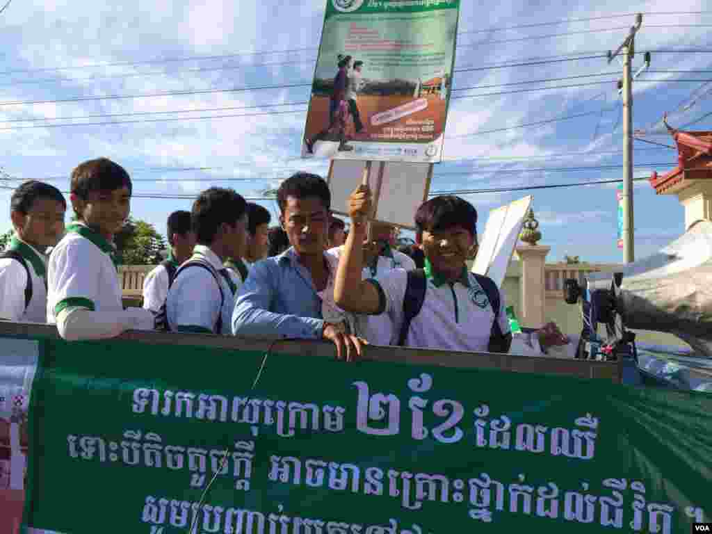 Cambodian students traveling on trucks are ready to campaign for better healthcare for children and newborns in Kampong Speu province.