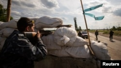 亲俄分离分子把守的乌克兰东部的一个检查站(2014年6月24日资料照片)