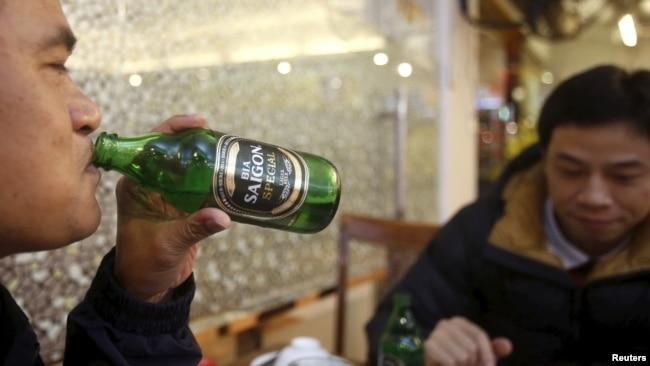 Người uống bia ở Hà Nội
