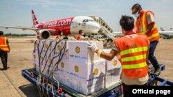 COVID-19 တိုက္ဖ်က္ေရးအတြက္ ကုလသမဂၢက ကူညီပံ့ပိုးေပးတဲ့ ေရာဂါစမ္းသပ္ကိရိယာမ်ား။ (ဓာတ္ပံု - United Nations Myanmar - ဇြန္ ၁၁၊ ၂၀၂၀)