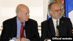 El Secretario General de la OEA, José Miguel Insulza, con el presidente de la CIDH, José de Jesús Orozco.