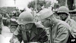 1950년 평양에 입성한 한국군과 미군 장성들.