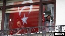 Vitres brisées suite à l'attentat de la rue Istiklal à Istanbul. (Reuters/osman Orsal)