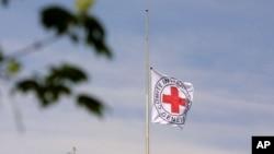 Le drapeau du Comité international de la Croix rouge à Génève, Suisse, 26 avril 2001.