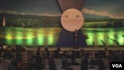 Presiden Susilo Bambang Yudhoyono berbicara di Pertemuan Keempat Panel Tingkat Tinggi tentang Tujuan Pembangunan Milenium Pasca-2015 di Nusa Dua, Bali. (VOA/Muliarta)