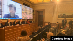 香港社運人士黃之鋒11月28日與意大利國會進行視訊會議(黃之鋒臉書)