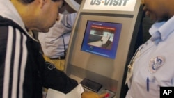 美国机场的取指纹机