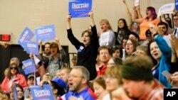 5일 미국 민주당 경선이 열린 네브라스카주 벨뷰에서 버니 샌더스 후보의 승리가 확정되자 지지자들이 환호하고 있다.