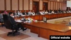 وزیراعظم اشرف کابینہ اجلاس کی صدارت کررہے ہیں (فائل فوٹو)