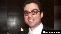 """L'homme d'affaires irano-américain Siamak Namazi est condamné à 10 ans de prison en Iran pour """"espionnage""""."""