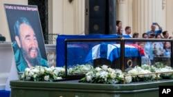 前往安葬卡斯特罗的灵车 (2016年12月1日)
