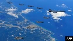 El fin de semana pasado, bombarderos y aviones caza estadounidenses volaron en espacio internacional al este de Corea del Norte hasta el punto más al norte de la frontera entre el Norte y el Sur.