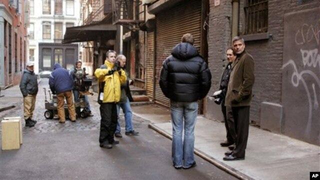 Džordž Kluni na snimanju filma u Njujorku