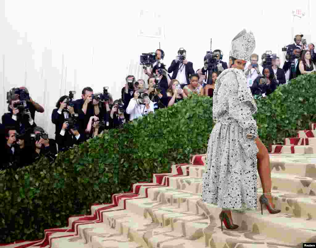 "Singer Rihanna arrives at the Metropolitan Museum of Art Costume Institute Gala (Met Gala) to celebrate the opening of ""Heavenly Bodies: Fashion and the Catholic Imagination"" in the Manhattan borough of New York, May 7, 2018."
