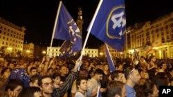Ủng hộ viên của phe đối lập ăn mừng trên các đường phố ở Tbilisi, Gruzia, ngày 1/10/2012
