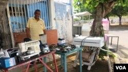 Antonio Cabrera, extransportista venezolano, ha sido uno de muchos venezolanos que ha debido vender dos de sus camas, un aire acondicionado y una cocina para subsistir junto a sus dos hijos.