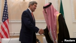 U.S. Secretary of State John Kerry (L) shakes hands with Saudi Arabia's Foreign Minister Prince Saud Al-Faisal bin Abdulaziz al-Saud at the end of their joint press conference in Riyadh, Nov. 4, 2013.