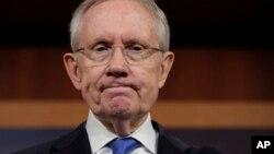 El senador Harry Reid se quebró costillas y huesos de la cara en un accidente en su residencia.