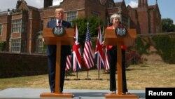 Тереза Мэй и Дональд Трамп на пресс-конференции. Великобритания, 13 июля 2018 года