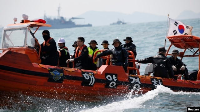 South Korean divers operate at the site where the capsized passenger ship Sewol sank off Jindo, South Korea, on April 20, 2014.