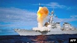 图为美国海军去年7月30日在夏威夷附近海域试射导弹