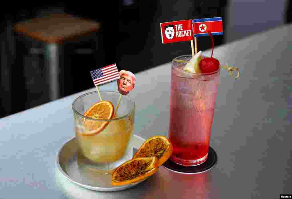 این هم دو نوع دسر نوشیدنی با پرچمهای دو کشور، که طعم و عطر آن نه تنها با ذائقه سنگاپوریها بلکه با ذائقه بسیاری از گردشگران نیز هماهنگی و سازگاری دارد.