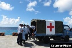 演练中使用小货车充当救护车 (台湾军闻社提供)