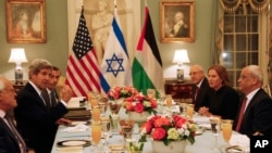 克里(左二)設宴招待以巴雙方談判代表