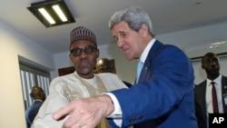 Sabon shugaban Najeriya, Muhammadu Buhari da Sakataren harkokin wajen Amurka, John Kerry, bayan da aka rantsar da Buhari a yau 29 ga watan Mayu